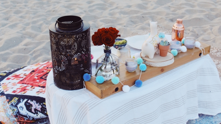 // quarantine date idea: romantic dinner on the beach //